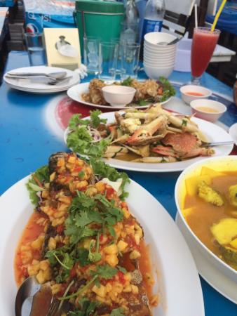 Kruvit Raft: Choice of seafood dishes