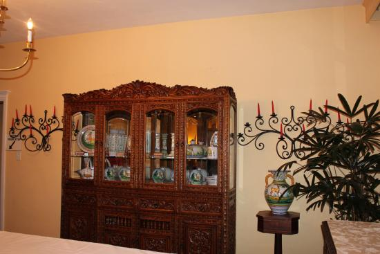 Casa Blanca Inn: Beautiful southwest style furnishings and art