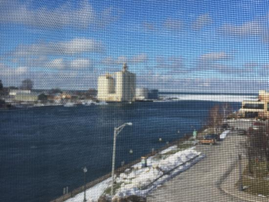 Oswego, NY: Very nice hotel . We were on the 5th floor with a beautiful view.  hotel and our room were very