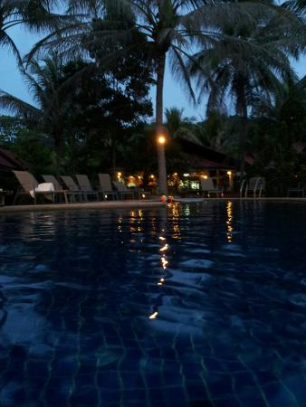 Noble House Beach Resort: La piscine de l'hotel