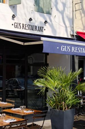 gus restaurant saint remy de provence restaurant. Black Bedroom Furniture Sets. Home Design Ideas