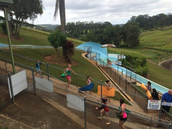 Woombye, Avustralya: Thrill Hill Waterslide