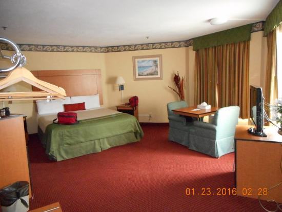 Travelodge San Clemente Beach: room suite
