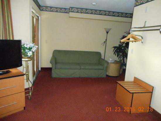 Travelodge San Clemente Beach Room Sitting Area