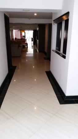 The Royal Eighteen Resort and Spa: Hallway to ground floor standard room