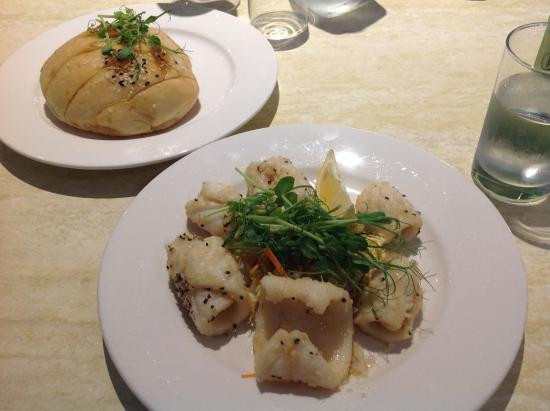 Abbey Beach Resort: Garlic bread and salt n pepper squid