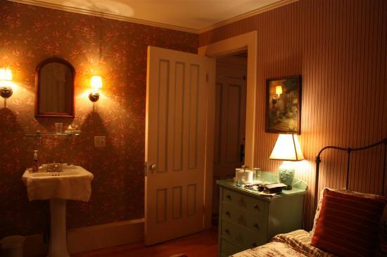 Coach House Inn: Main room