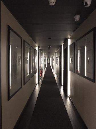 the hallway leading to the rooms picture of lagare hotel venezia rh tripadvisor com