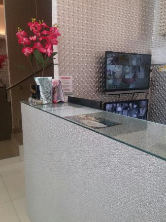 front desk to check in picture of oyo 339 victory exclusive hotel rh tripadvisor com