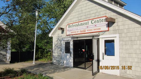 Seabrook, NH: Refresment center