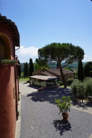 Salvadonica - Borgo Agrituristico del Chianti: Way from the room to reception and restaurant