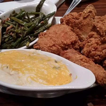 Centerville, OH: Broasted Chicken with green beans & cheesy mashed potatoes