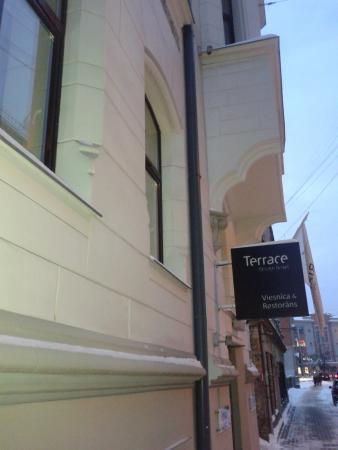 Rixwell Terrace Design Hotel: Вид с улицы Dzirnavu