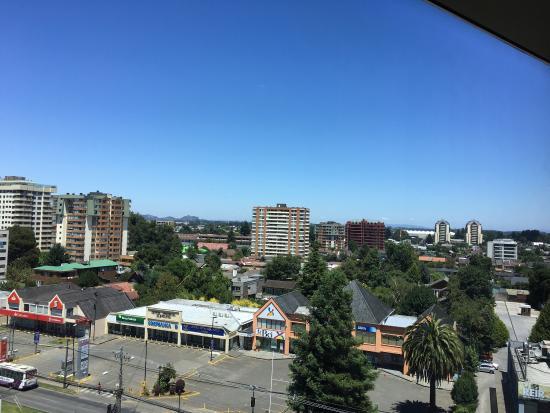 Hotel Dreams Araucania: Good restaurant, city views and family friendly