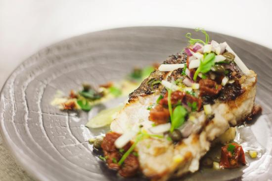 Slane, Irland: Lemon and Lime crusted Hake with Verjuice