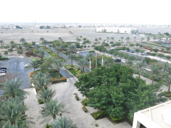 Al Mussanah, Omán: Well Kept Grounds from Front Facing Bedroom