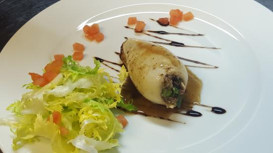 Sant Feliu de Pallerols, Spanien: Squid stuffed with blackpudding