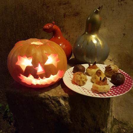 Sant Feliu de Pallerols, Spanien: Halloween - pumpkin and panellets