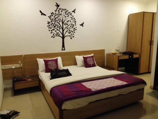 Hotel Viraj Residency