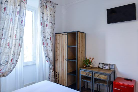Mobili Legno Recuperato : Minibar vintage e mobili in legno di recupero picture of adelina