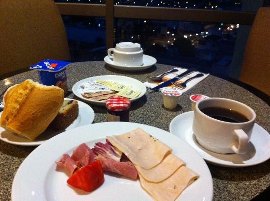 Holiday Inn Express Guadalajara Expo: 朝食時の風景②