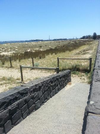 Middle Park Beach: Albert Park Beach Path