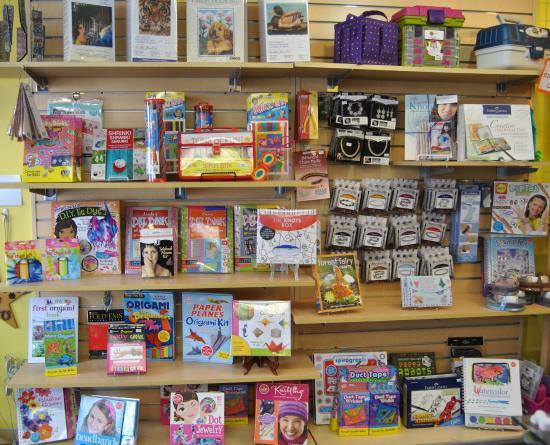 Cobleskill, estado de Nueva York: So many craft-to-go kits!