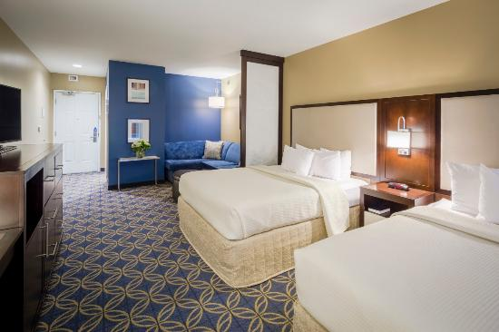 Nationwide Hotel and Conference Center: 2 Queen Deluxe Room