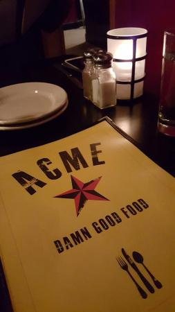 Carrboro, NC: Dim lighting makes menu reading tougher!