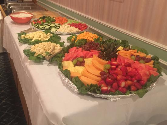Pontiac, IL: Banquet Fruits and Vegetables Table
