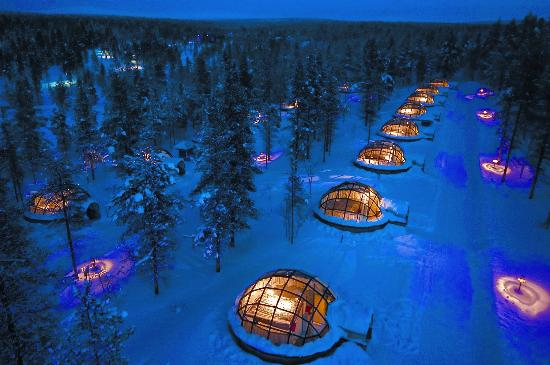 Saariselka, Finlandia: Glass igloos at the dusk