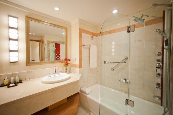 The House by Elegant Hotels: Modern Luxury Bathroom