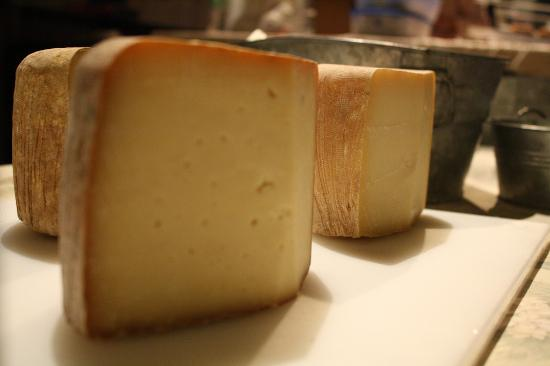 Schenectady, Нью-Йорк: Locally-made cheeses and dairy products