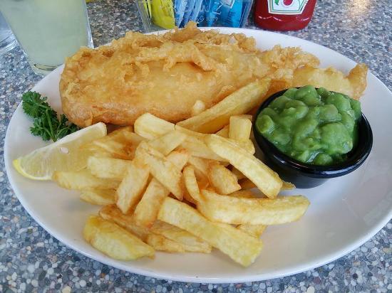 Llandudno Junction, UK: フィッシュ&チップスに豆追加