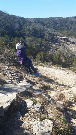 Wimberley, Техас: Even a short 10 year old can zip line!