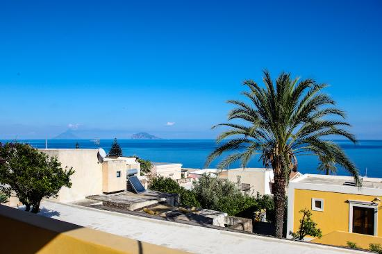 Santa Marina Salina, Italia: Panorama da una camera