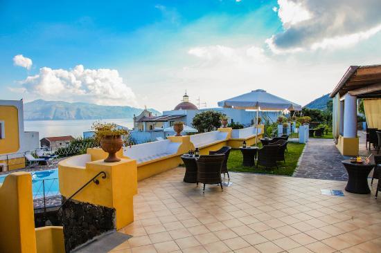 Santa Marina Salina, إيطاليا: Terrazze dell'Hotel
