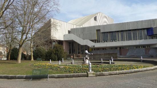 Badisches Staatstheater Karlsruhe: Vor dem Staatstheater