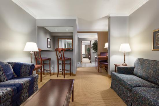 1 Queen 1 Sofa Beds Hot Tub Suite Picture Of Days Inn Ottawa