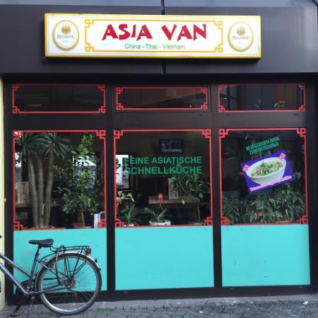 Rüsselsheim, Deutschland: Asiatische Schnellküche