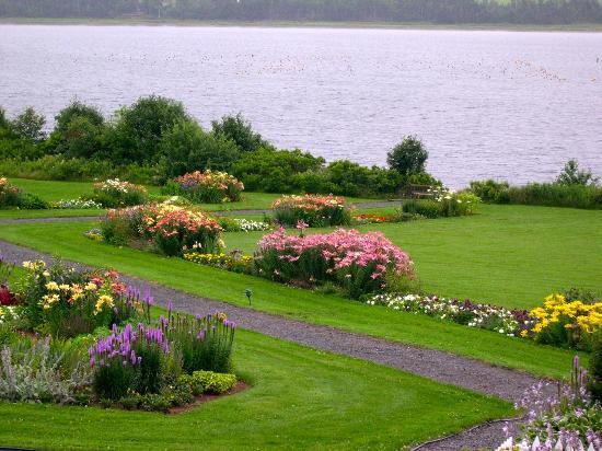 Saint Peters Bay, Canada: Gardens at thr Inn