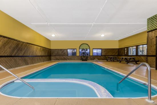 Super 8 Portsmouth: Indoor Pool
