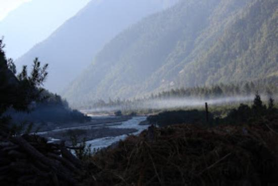 Hotel Rupin River View: Misty view