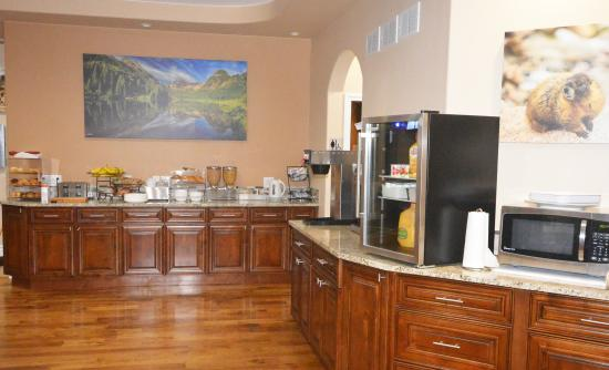 Glenwood Springs Inn: New Breakfast Room