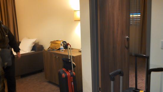 Rainers Hotel Vienna: Habitación triple muy cómoda