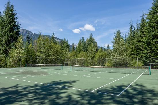 Whistler Lodge Hostel: Tennis Courts