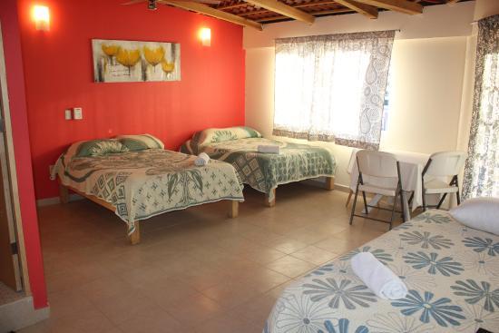 Hotel Posada Lily: Suite con 3 Camas Dobles