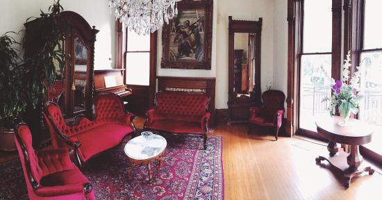 Grand Victorian Bed & Breakfast Photo