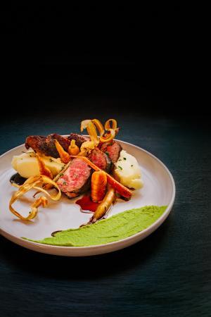 Coast Coal Harbour Hotel: Prestons Restaurant+ Lounge // Beef