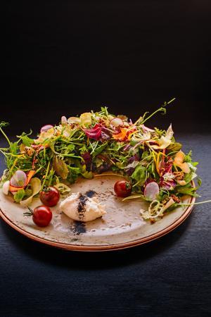 Coast Coal Harbour Hotel: Prestons Restaurant + Lounge // Green Salad